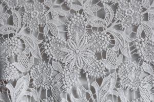 Swarovski šperky sú vhodným doplnkom k svadobným šatám!